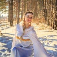 снегурочка в лесу :: Виктор Ковчин