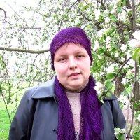 Я около цветущей веточке Яблуны :: Тоня Просова