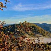 Ранняя осень в горах :: Сергей Чиняев