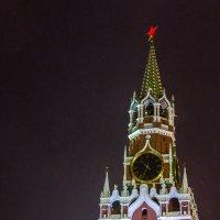 Спасская башня Московского Кремля в свете огней ГУМ-ярмарки :: Наталья Верхотурова