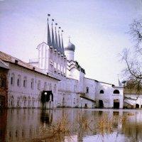 Тихвинский Богородичный Успенский монастырь :: Сергей Кочнев