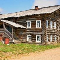 Дом с коньком на крыше. :: владимир