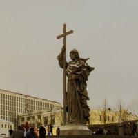 Памятник Владимиру Крестителю :: Татьяна Осипова(Deni2048)
