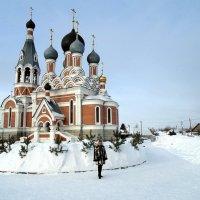 У храма после Рождества. :: Мила Бовкун
