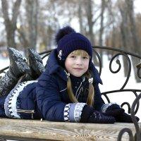 девочка в зимнем парке :: Дарья Мелентьева