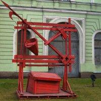 Пожарный щит Урфи́н Джю́са... :: Vladimir Semenchukov
