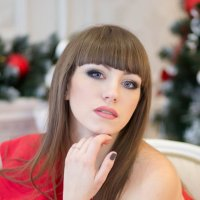 Брюнетка в красном :: Oksana Likhadziyeuskaya