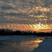 Закат над речкой :: Сергей Форос