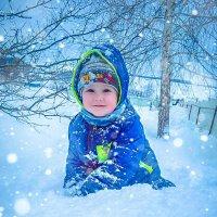 Ребенок счастлив на снегу :: Ирина
