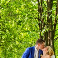 поцелуй на свадьбе в парке :: Егор Чеботаренко