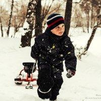 Мальчик с санками :: Марта Маркова