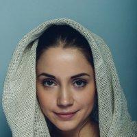 Милая девушка в платке :: Михаил Ионов