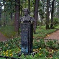 Памятник А.С. Пушкину в усадьбе Голициных. :: Владимир Ильич Батарин