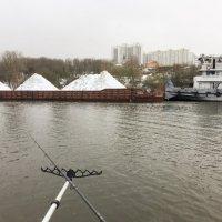Рыбалка на зимней реке :: Сергей Федоткин