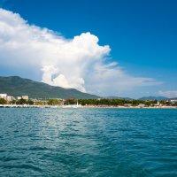 Облака над побережьем :: Владимир Лазарев