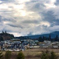 Поселок в предгорье :: Alena Nuke