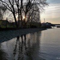 Закат на пристани :: Nina Yudicheva