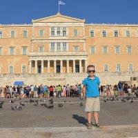 Греческий парламент и Никитка. :: Оля Богданович