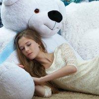 спящая девушка на медведе :: Фотограф Наталья Рудич Новацкая