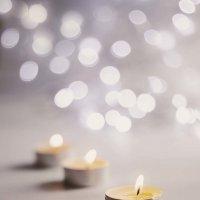 Пламя свечи, как маячок... :: Елена Данько
