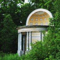 павильон орла в Гатчинском парке :: Анатолий Кошевенко