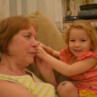 Бабушка и внучка :: Александр Буянов
