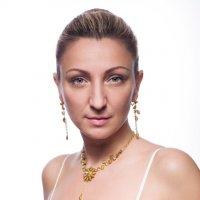 Женский портрет в светлых тонах :: Анатолий Тимофеев