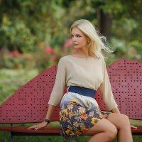 Девушка на скамье влюбленных :: Vadim Gunko