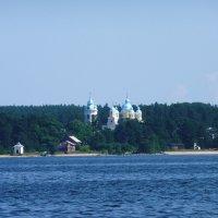 Коневец, купола. :: Ольга Васильева