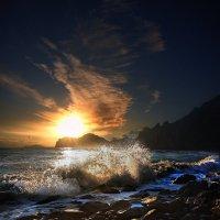 волны моря и небес слились в бушующем порыве... :: viton