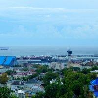 Вид на Туапсинский порт :: Сергей Царёв
