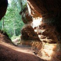 Карстовая пещера естественного происхождения из красноватого песчаника :: Елена Павлова (Смолова)