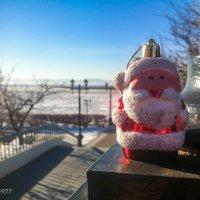 Дед Мороз на набережной Амура :: Виктор