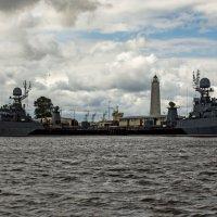 Военные корабли в Петровской гавани :: Ольга Лиманская