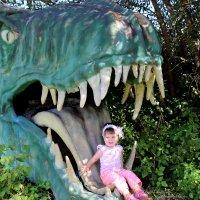 Даря в пасти динозаврика :: Анна Шишалова