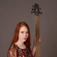 Девушка с гитарой :: Дмитрий Лебедихин