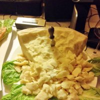 Огромный кусок пармезана в ресторане Люксембурга :: Юрий Зима