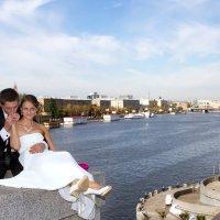 жених и невеста вид с андреевского моста :: Егор Чеботаренко