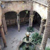 Старинный дворик в Барселоне. :: Елена