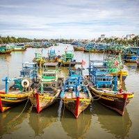 Вьетнам. Рыбацкие лодки в городе Фантхьет. :: Андрей Ярославцев