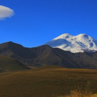А горы всё выше, а Эльбрус всё ближе... :: Vladimir 070549
