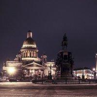 Ночь над Исаакиевским собором. :: Василий Голод