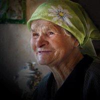Бабушка Шура из деревни Филисово :: Валерий Талашов
