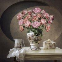 Натюрморт с розами :: Ирина Приходько