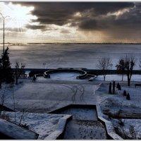 Первые лучики словно стрелы пронзают облака. :: Anatol Livtsov