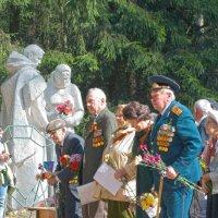 Ветераны 9 мая в поселке Менделеево :: Вячеслав