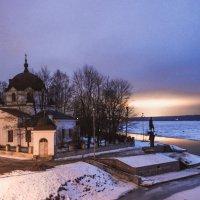 Церковь и памятник Св. Александру Невскому в устье реки Ижора. :: Василий Голод