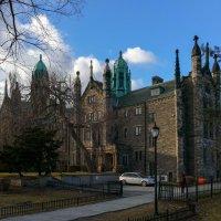 Trinity College (Колледж Св.Троицы) - одно из первых зданий (1827 г) университета Торонто :: Юрий Поляков