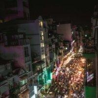 Вечерние посиделки...Сайгон,Вьетнам! :: Александр Вивчарик