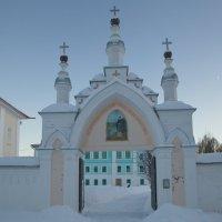 Вход в монастырь :: Александра